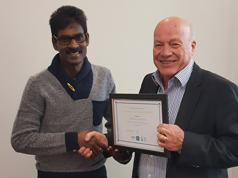 There are plenty of rewards being a franchisee. Keshwan receives his seven-year Long Service Certificate from Wellington Regional Manager Richard Brodie.