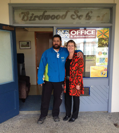 West Auckland Franchisee Faleni Apati with Regional Director Caroline Wedding, receiving his Certificate of Excellence at Birdwood School.