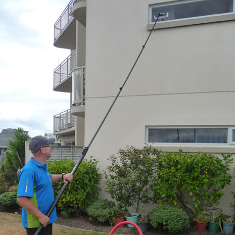 Tauranga Franchisee Murray Strutton makes window washing look easy with CrestClean's Pure Water System.