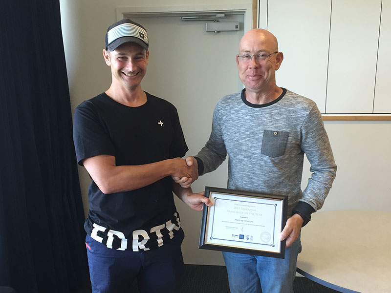 Tauranga Regional Manager Jan Lichtwark presented Murray Strutton with the Franchisee of the Year Award.